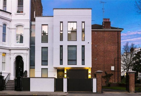 House for sale in Ladbroke Grove, London