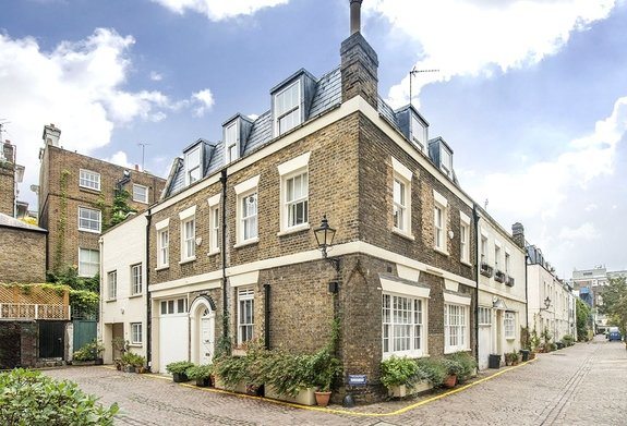 House for sale in Queen's Gate Mews, South Kensington