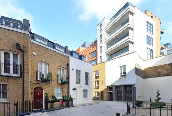 House to rent in Montpelier Mews, London
