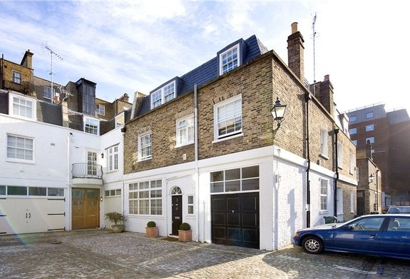 House to rent in Queen's Gate Place Mews, South Kensington